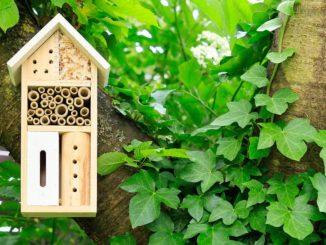 Insektenhotel im Garten