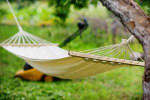 h ngematten f r den garten tuchh ngematte oder netzh ngematte. Black Bedroom Furniture Sets. Home Design Ideas